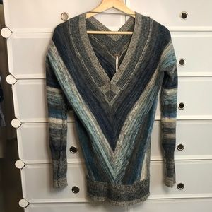 Free People • V-Neck Blue Gray Sweater Sz S